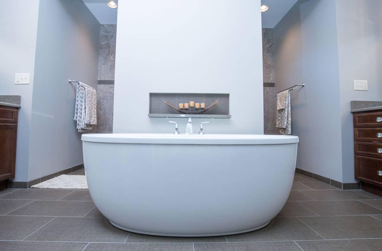 European Soaking Tub. Modern European Bathroom Design Bathroom ...