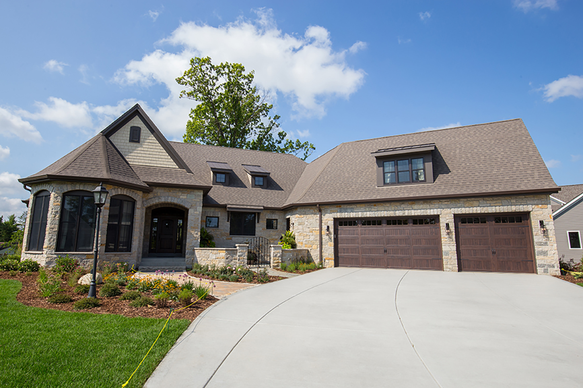 Rosewood cottage lilly crossing in brookfield open sat for Wi home builders